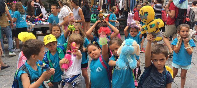 Los prebenjamines disfrutan en la sexta semana de la escuela de verano de Jaca.
