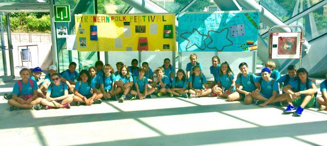 La escuela de verano de Jaca participa en la 50 edición del festival folklórico de los Pirineos.